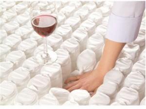 Kišeninės spyruoklės - bandymas su vyno taure.